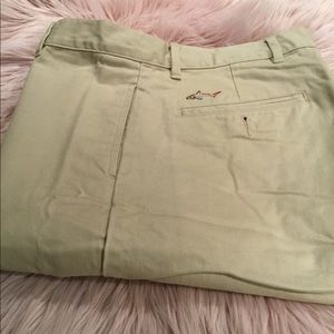 Greg Norman flat front tan shorts